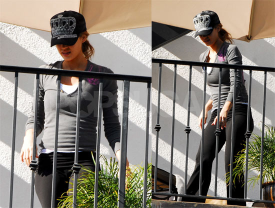 Jessica Alba Showing Off That (Nonexistent) Bump!