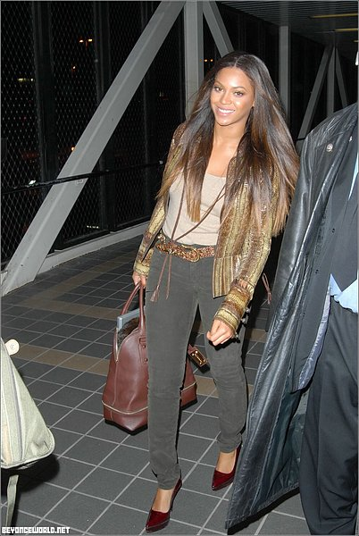 New hair style for Beyonce...Lovin it!