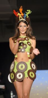 capt.fwd123111006_chocolate_show_runway