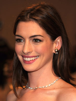 Anne Hathaway At 2010 Costume Institute Gala Popsugar Beauty