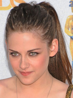 Kristen stewart hair how to from the mtv movie awards popsugar last week we noticed that kristen stewart was sporting extensions and after seeing her hair at the mtv movie awards we almost forgot that her length isnt pmusecretfo Choice Image