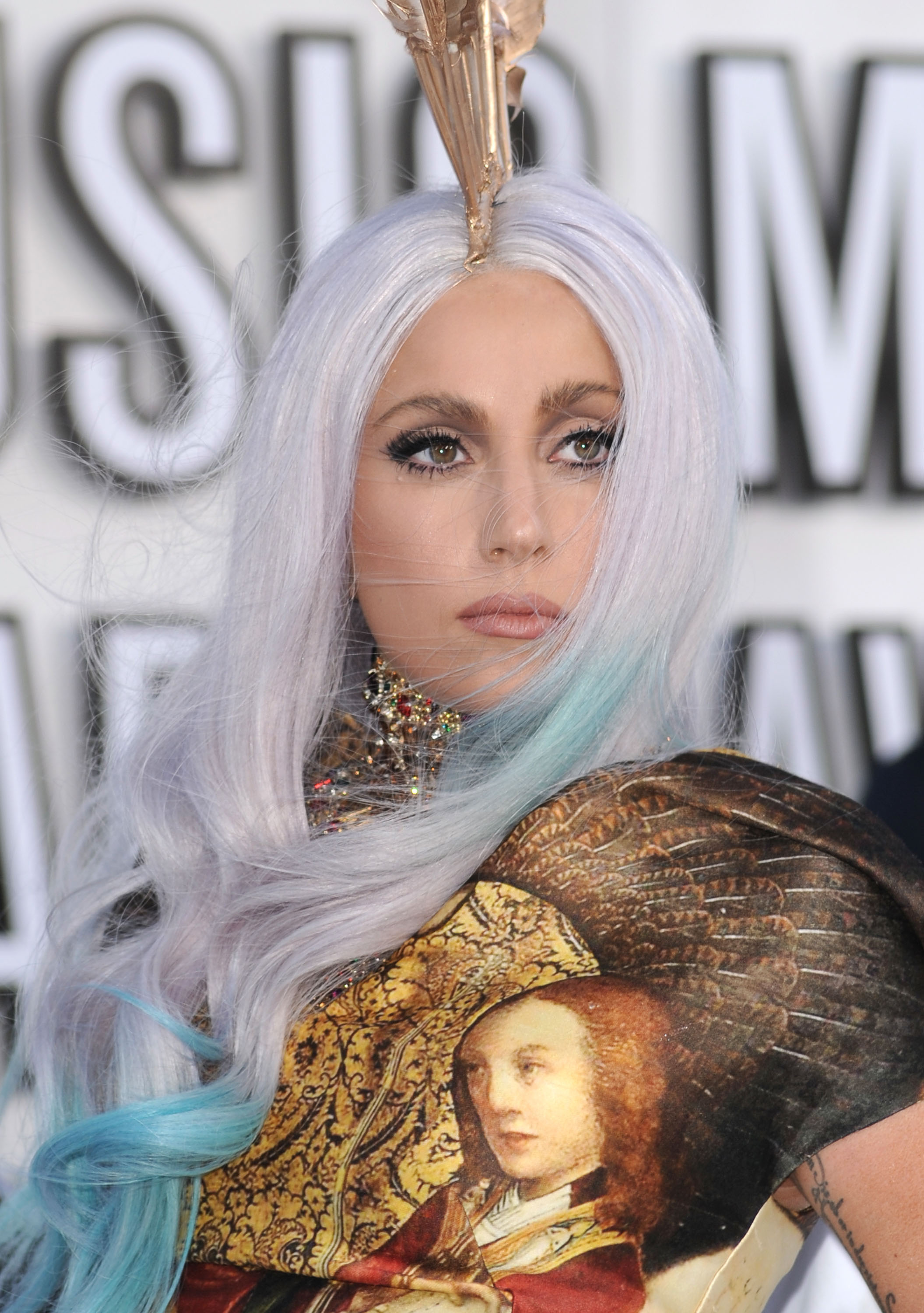 Pictures-Lady-Gaga-2010-MTV-VMA-Red-Carp