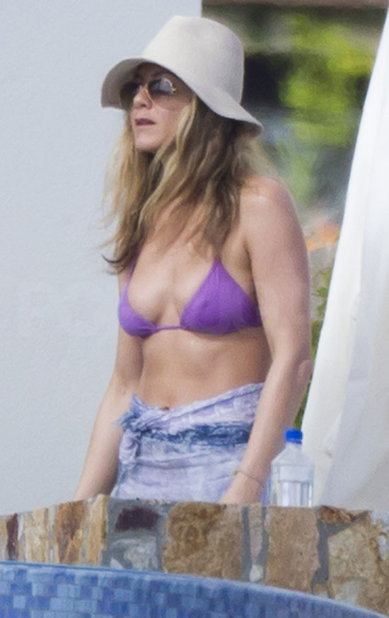 Jennifer aniston in purple bikini