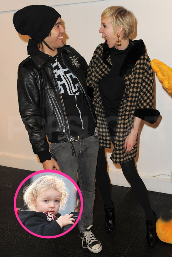 Pictures of Ashlee Simpson, Pete Wentz, and Bronx in LA ...