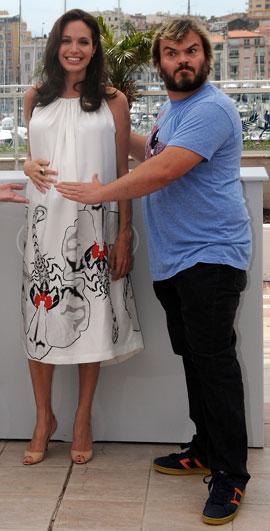 f272226b689 Angelina Jolie Gave Jack Black s Wife a Maternity Dress