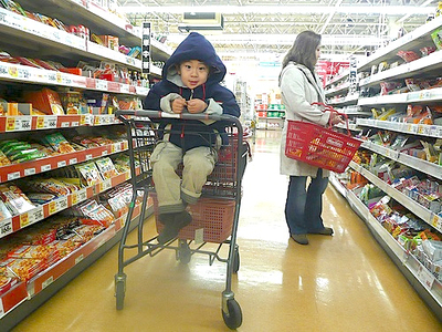 7 Tips That Make Grocery Shopping with Kids Easier