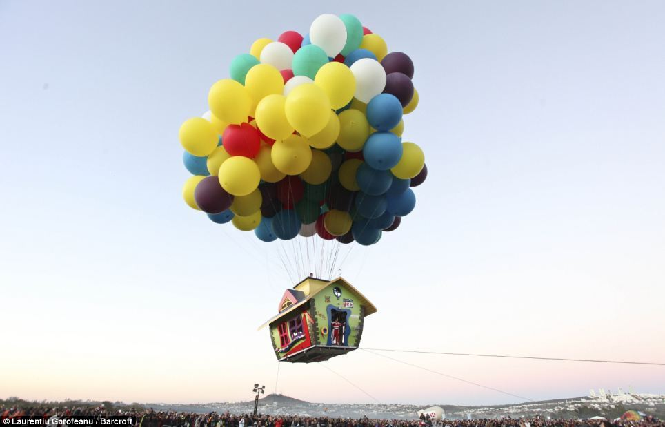 """Balloonist Flies in House Inspired by Pixar's """"UP"""" (PHOTO)"""