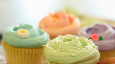 Easy Cupcake Tricks (VIDEO)