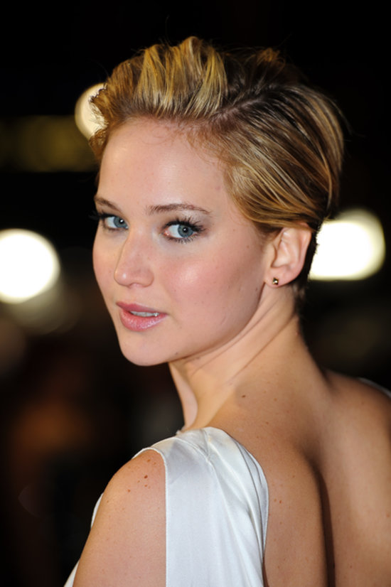 Jennifer Lawrence's Short Hair on Catching Fire Red Carpet ...