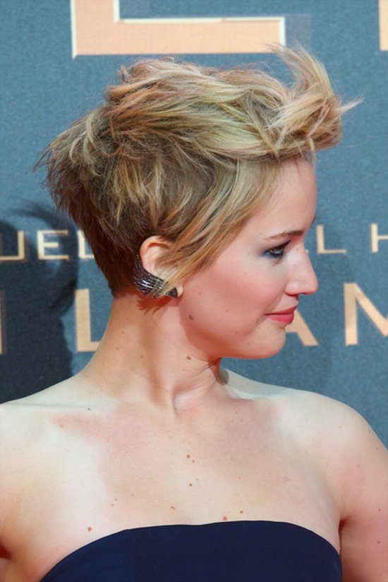 Jennifer Lawrence S Short Hair On Catching Fire Red Carpet