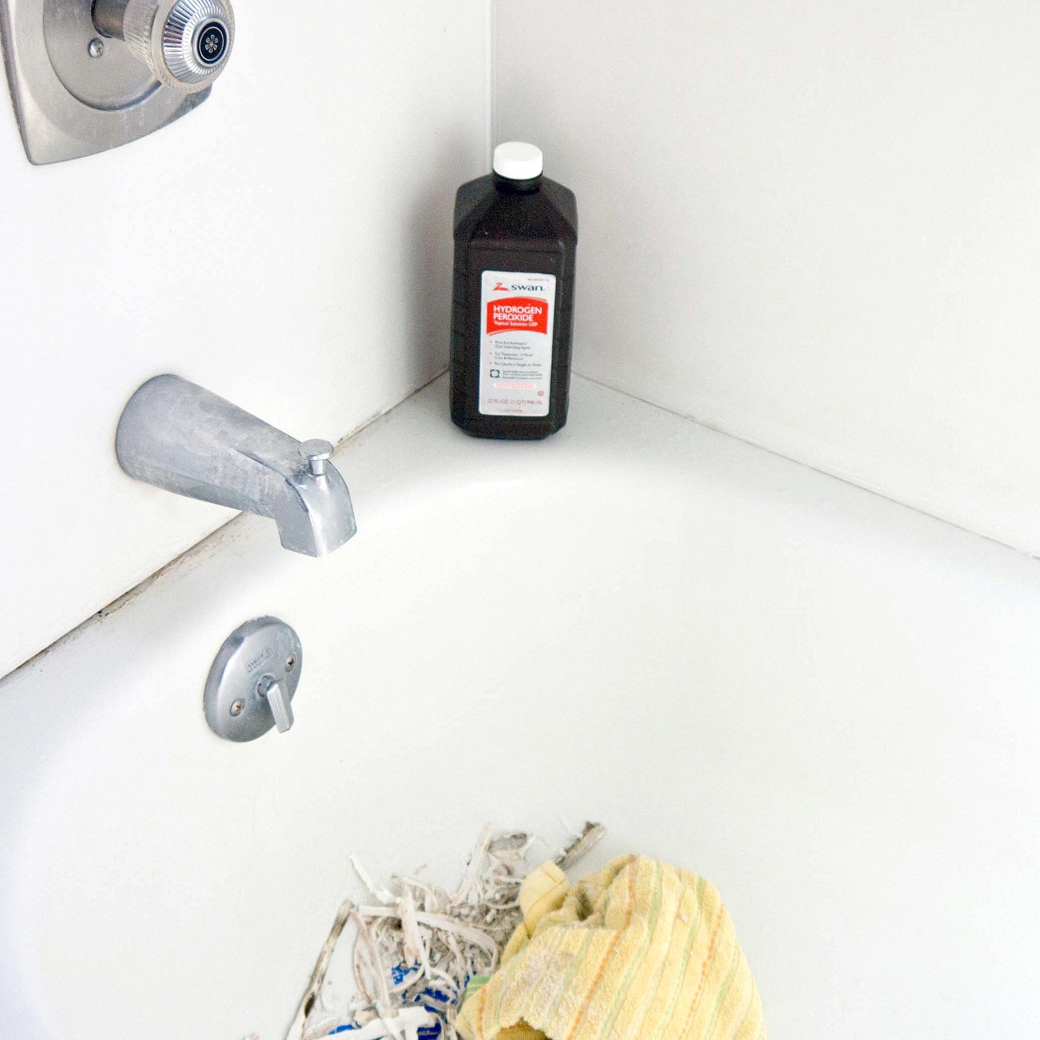 How to Caulk Around a Bathtub