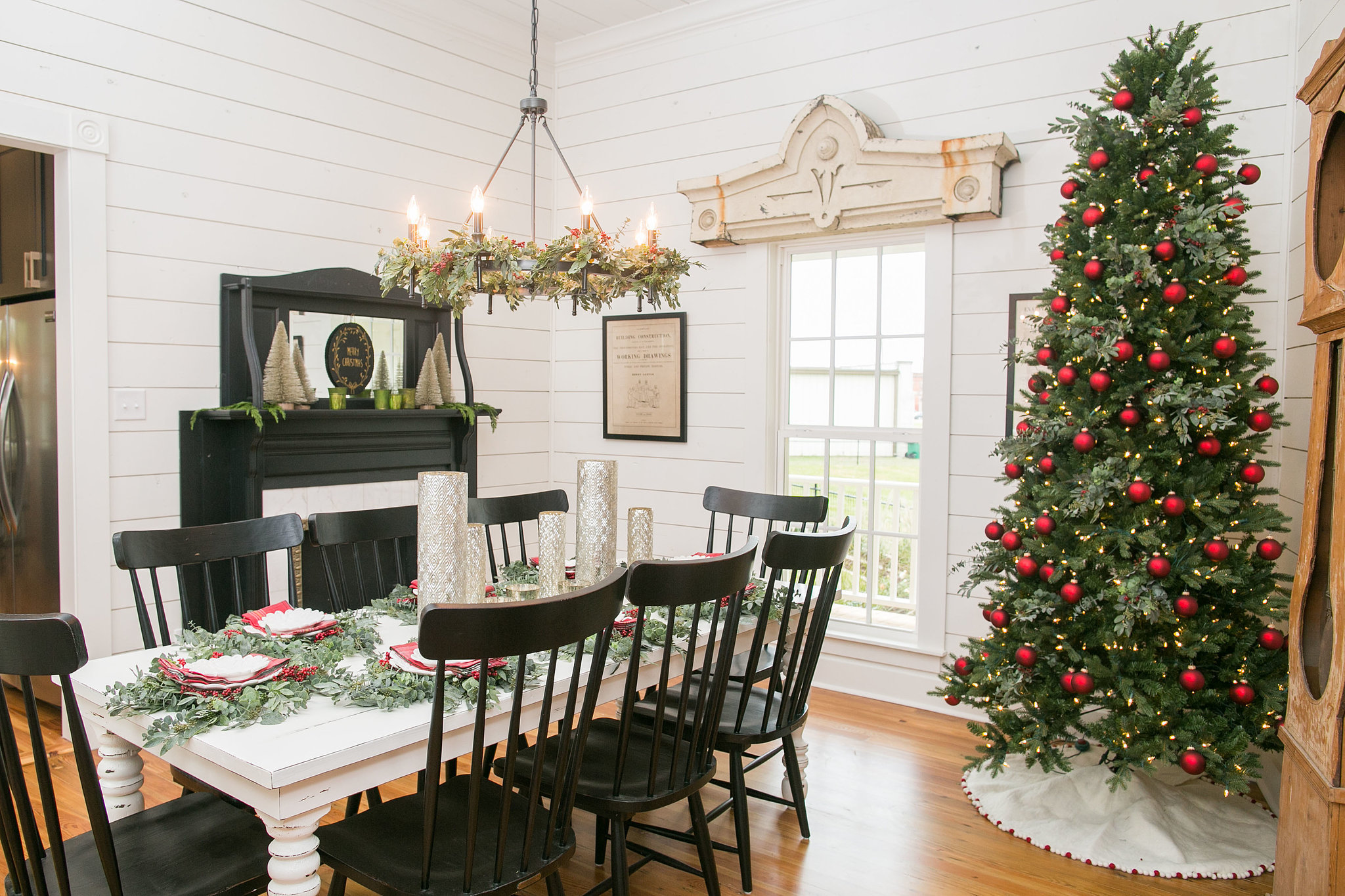 Fixer upper 39 s bed and breakfast on season 3 popsugar home for Fixer upper dining room ideas