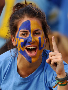Do you paint your face at sports events popsugar beauty for Painting games com