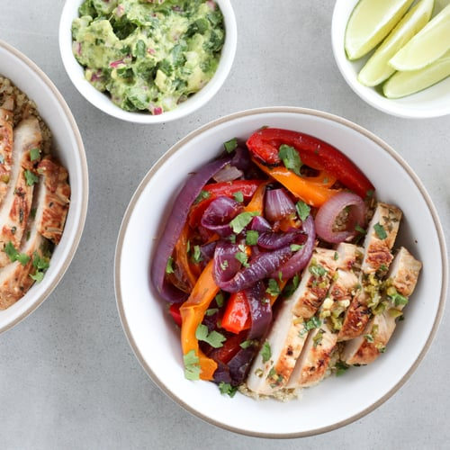 PopsugarFitnessHealthy RecipesChicken Fajita Bowl With Quinoa RecipeGet Your Tex-Mex Fix With This High-Protein Chicken Fajita BowlJuly 28, 2016 by Nicole Perry842 SharesChat with us on Facebook Messenger. Learn what's trending across POPSUGAR.Chicken fajitas have long been my go-to order at Tex-Mex restaurants. The main components are relatively light (at least by Tex-Mex standards), and, since they're presented as an assemble-yourself sort of situation, I can choose to go heavy on the chicken, vegetables, guacamole, and salsa for a high-protein and -fiber meal. (Not to mention, they're bold in flavor and pair great with a margarita.)Until somewhat recently, I hadn't tried making them at home, but I quickly realized they're an ideal meal to cook yourself, especially when preparing a meal for a handful of friends or family who may have different dietary preferences (again, the assemble-yourself situation is a winning choice). This clever recipe from Cook's Illustrated saves time and effort by employing one ze - 웹