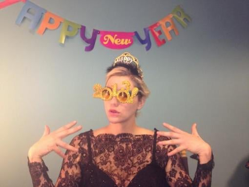 "Ke$ha celebrated with ""2013"" glasses. Source: Twitter user keshasuxx"