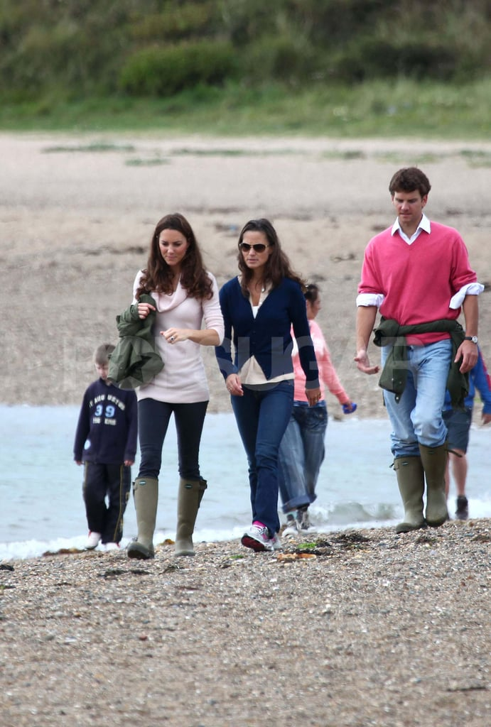 Pippa and Kate together on the beach.