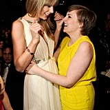 Lena Dunham and Taylor Swift shared a fangirl moment backstage at the 2013 Grammys.