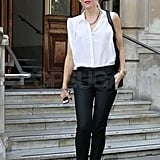 Gwen Stefani wore skinny black pants.