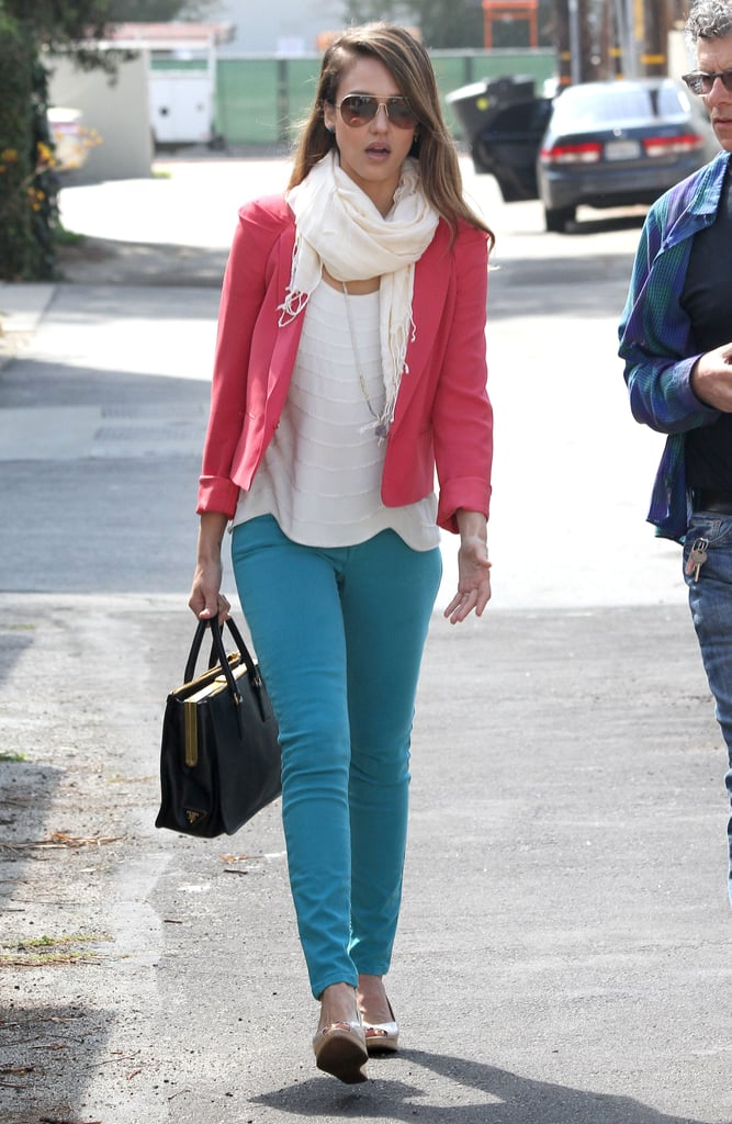 Jessica Alba colorblocked like a pro in a pink Vanessa Bruno blazer and Sanctuary turquoise jeans. She completed her LA pairing with a structured Prada bag, aviators, and a white fringe scarf.