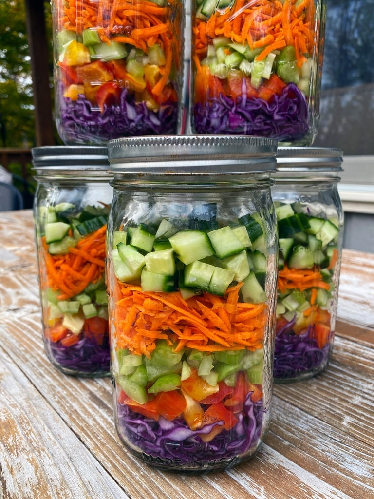 How to Pack Salads For the Week