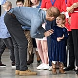 عندما قام هاري بتهدئة هذه الفتاة الصغيرة