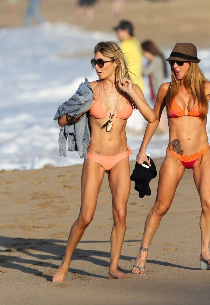 LeAnn Rimes hit the water in Hawaii in January Pic 20 of 35