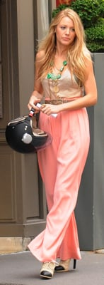 Blake Lively Wears Pink Pants While Filming Gossip Girl in Paris