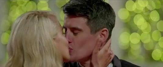 Ali Oetjen and Bill First Kiss The Bachelorette 2018