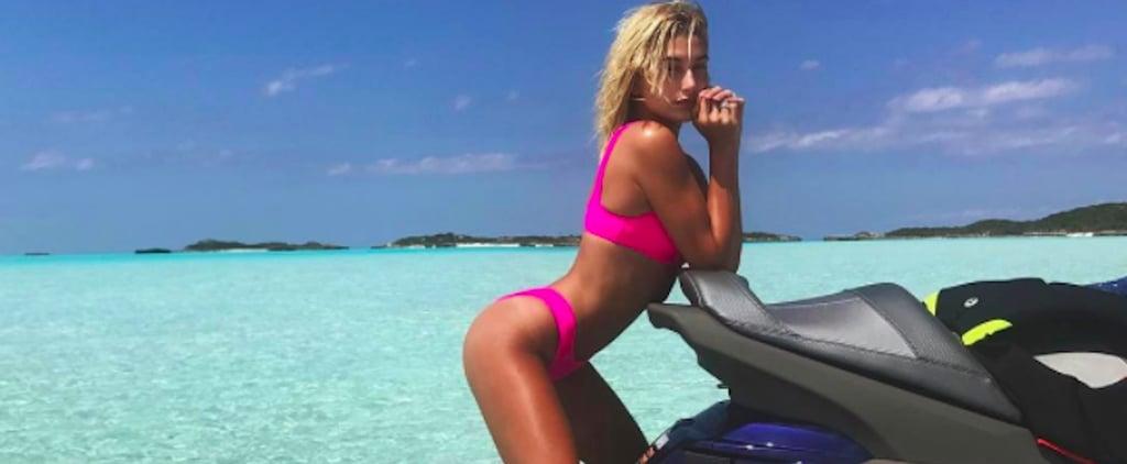 Hailey Baldwin Bikini Rose Néon