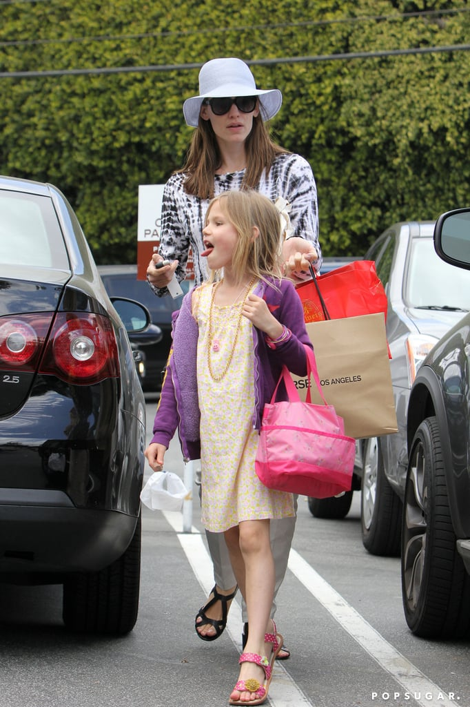 Jennifer Garner went to Brentwood Country Mart with Violet Affleck.