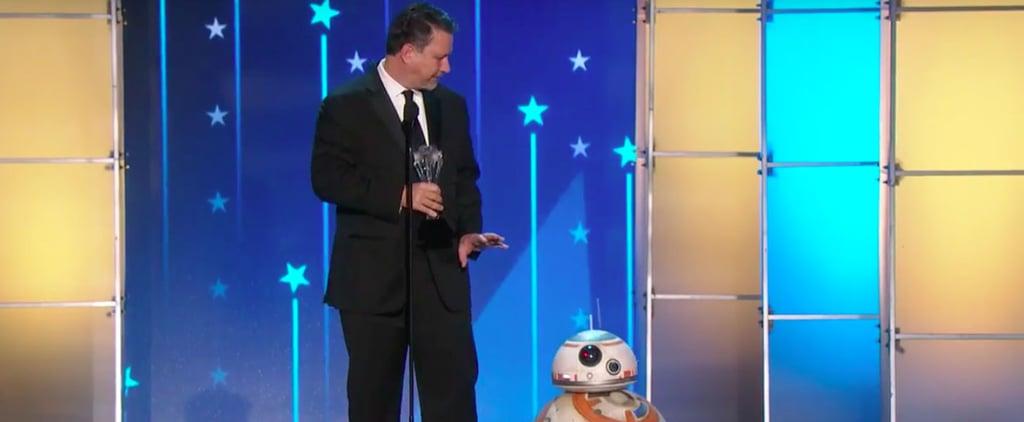 BB-8 at the Critics' Choice Awards 2016 | Video