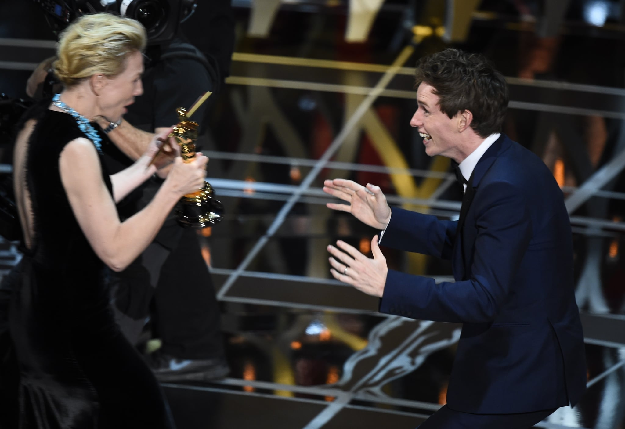 Winner for Best Actor Eddie Redmayne accepts his award from Cate Blanchett on stage at the 87th Oscars February 22, 2015 in Hollywood, California. AFP PHOTO / Robyn BECK        (Photo credit should read ROBYN BECK/AFP/Getty Images)