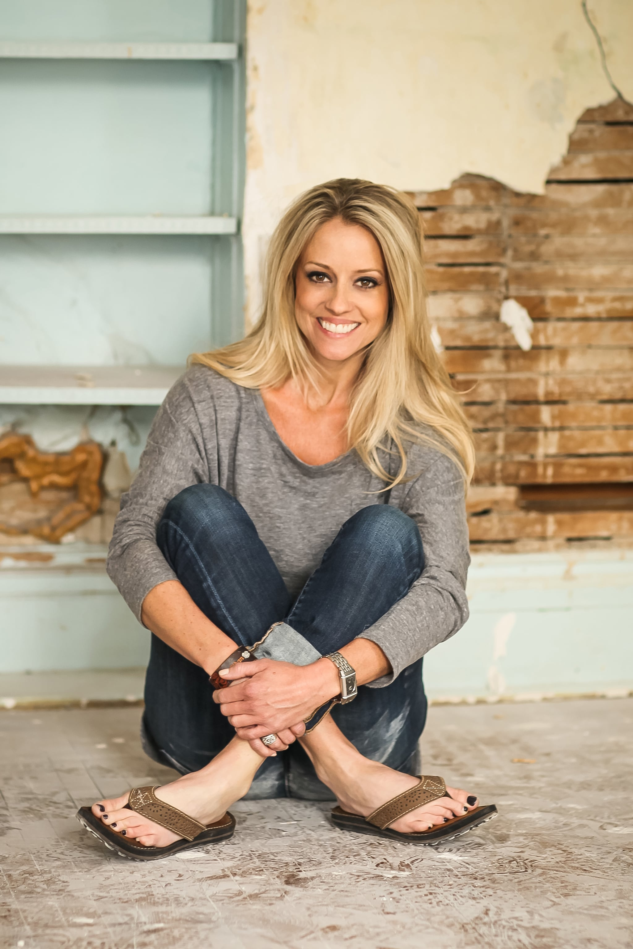 The 42-year old daughter of father Rod Curtis and mother Joanie Curtis Nicole Curtis in 2018 photo. Nicole Curtis earned a  million dollar salary - leaving the net worth at 5 million in 2018
