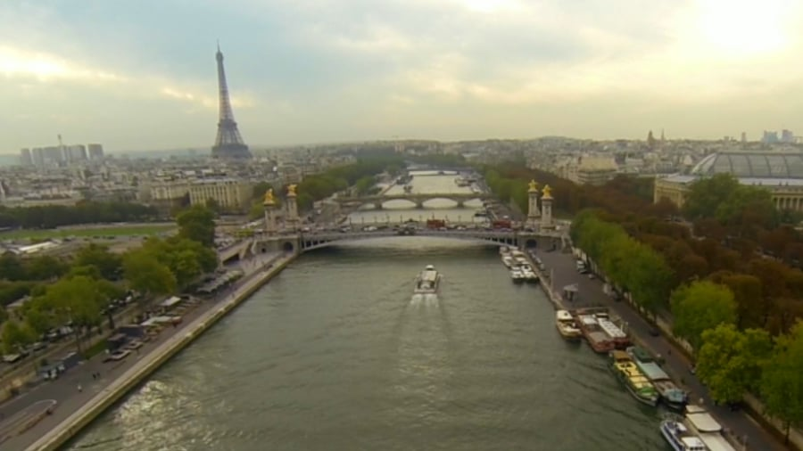 Experience Paris Street Style Mania in 90 Seconds!