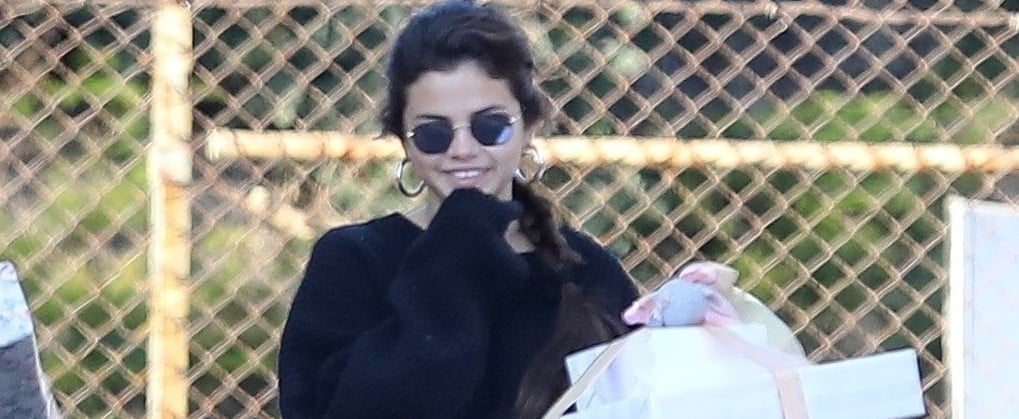 Um, Selena Gomez Just Showed Up to a Party Wearing Sweatpants, and It's Amazing