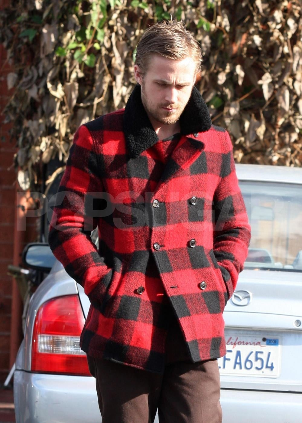 PopsugarCelebrityRyan GoslingRyan Gosling a Little Pouty in His Pretty Plaid Pea CoatDecember 19, 2008 by Molly Goodson5 SharesChat with us on Facebook Messenger. Learn what's trending across POPSUGAR.Ryan Gosling got into the festive — or lumberjack — spirit out to lunch with a friend in LA yesterday. Earlier this week we had a moment of nostalgia for Ryan and Rachel, but the two are working on their separate projects these days. The Canadian actor and budding musician is apparently hard at work recording an album with his band in California and I bet he doesn't get too many opportunities to wear that coat in his current location. Thanks to the unusually yucky week on the West Coast, maybe Ryan feels a little more like he's at home this holiday season. Share This LinkCopyShare This LinkCopyShare This LinkCopyShare This LinkCopyShare This LinkCopyPacific Coast News Online Join the conversationChat with us on Facebook Messenger. Learn what's trending across POPSUGAR.Ryan GoslingFrom Our PartnersWant more? - 웹