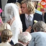 Chris Hemsworth and Olivia Wilde kissed for the cameras.