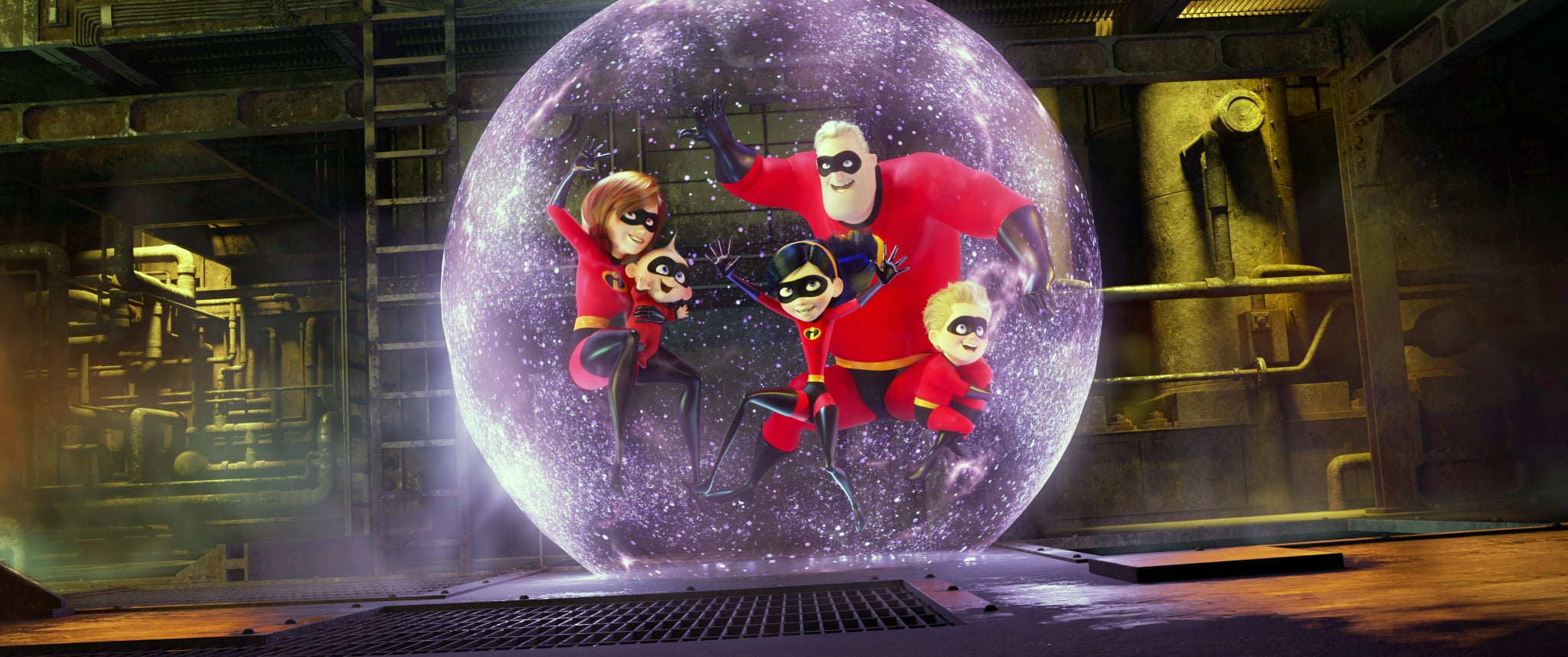 INCREDIBLES 2, from left: Elastigirl (voice: Holly Huntger), Jack-Jack Parr, Violet Parr (voice: Sarah Vowell), Bob Parr (voice: Craig T. Nelson), Dash (voice: Huck Milner), 2018.  Walt Disney Studios Motion Pictures /Courtesy Everett Collection