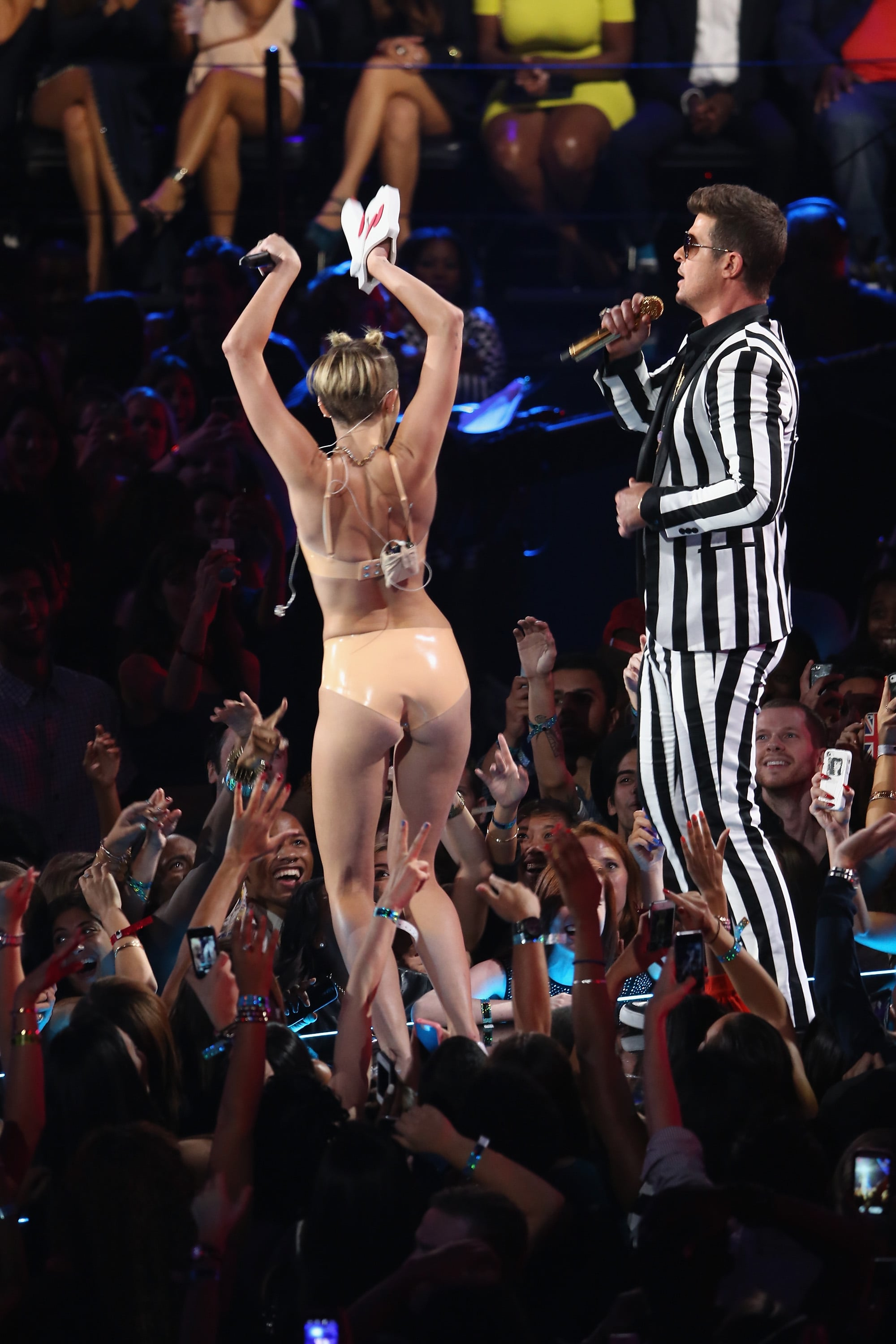 Miley Cyrus At The Mtv Vmas 2013 Pictures Popsugar Celebrity Uk