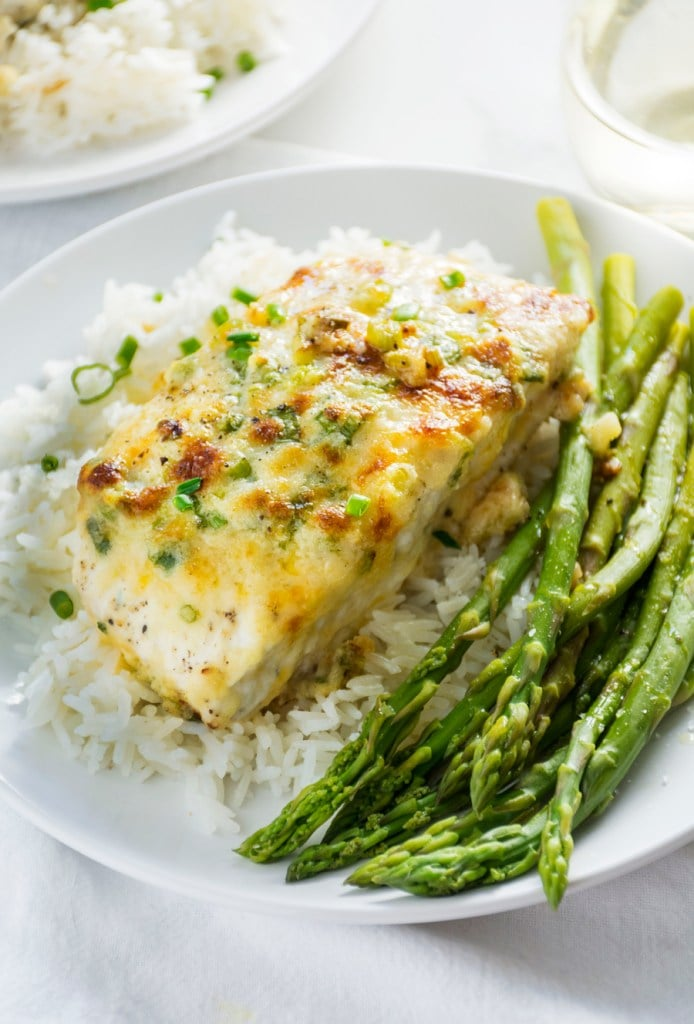 Garlic parmesan baked halibut fish recipes for lent for How to cook halibut fish