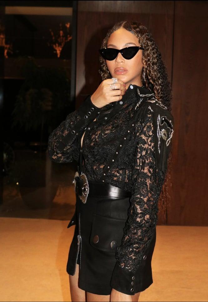Beyoncé's Black Lace Top and Miniskirt