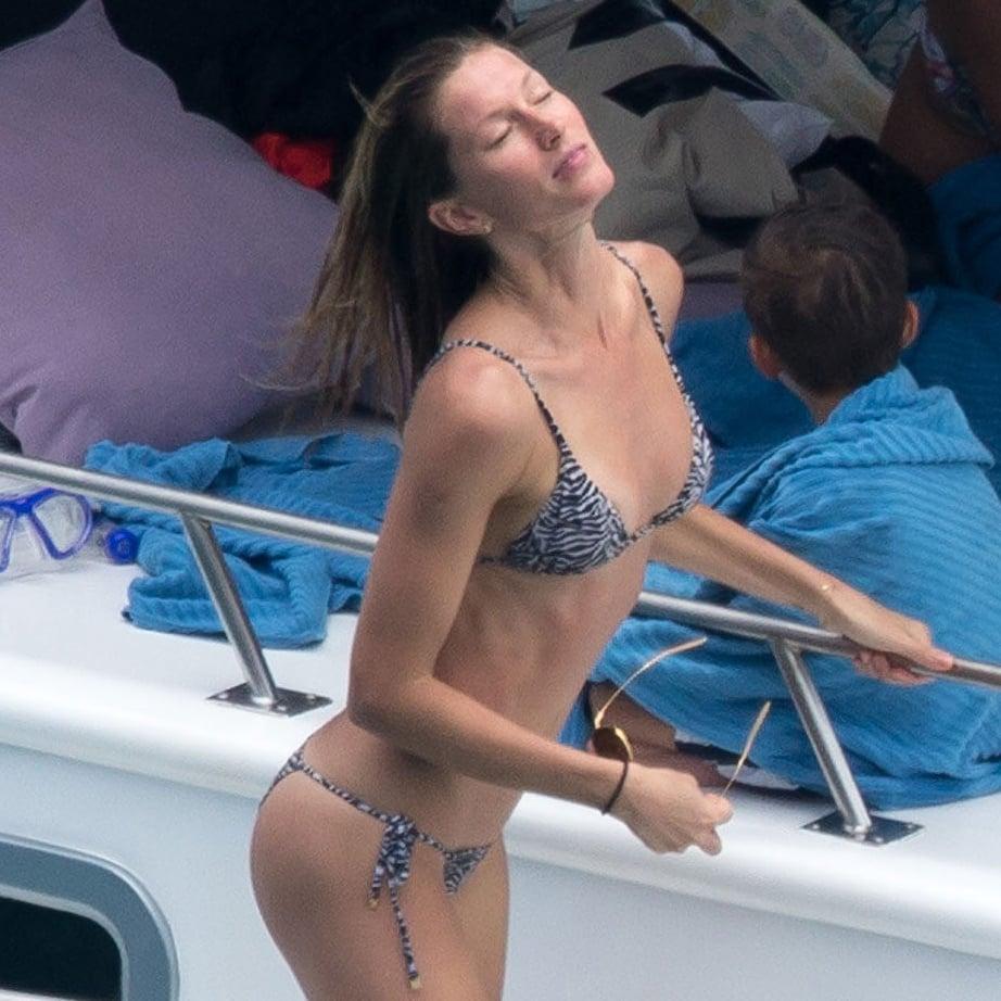 yacht-sex-green-bikini-girls