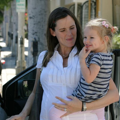 Jennifer Garner and Violet Affleck Out in LA 2008-10-19 07:00:00