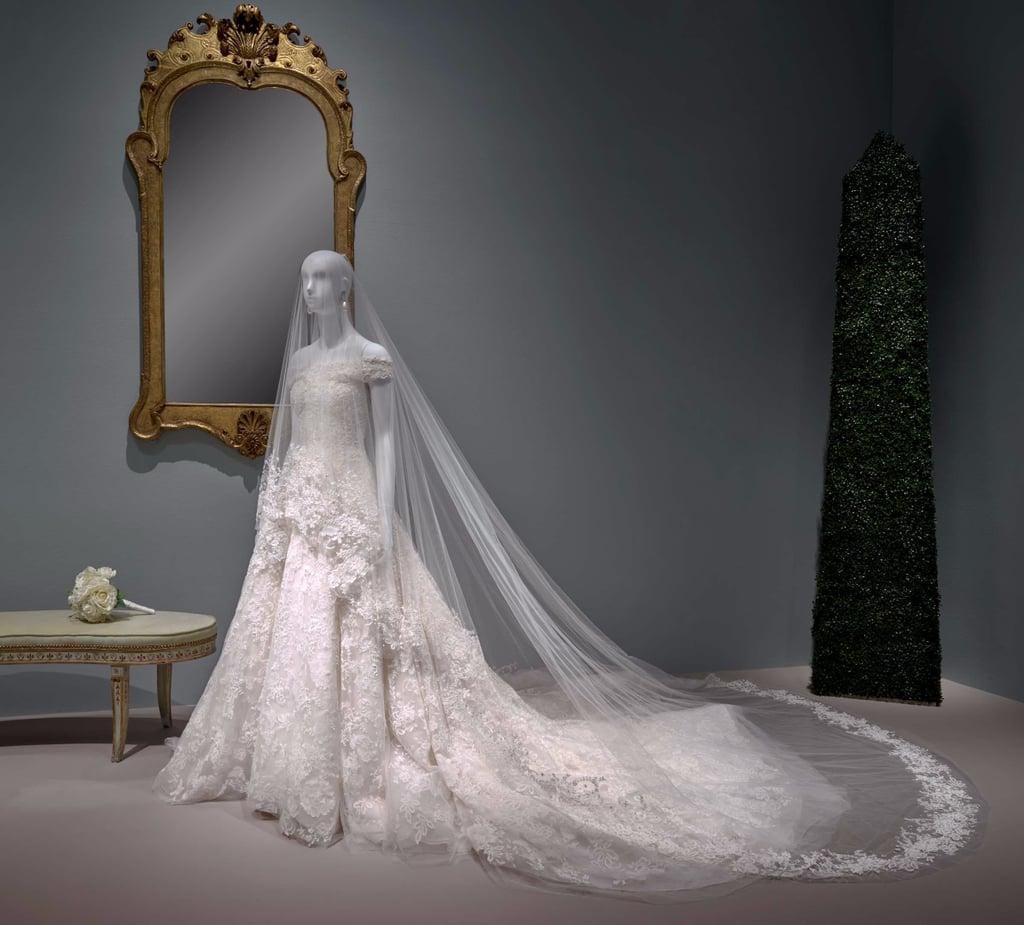 فستان زفاف أمل كلوني في أحد المعارض