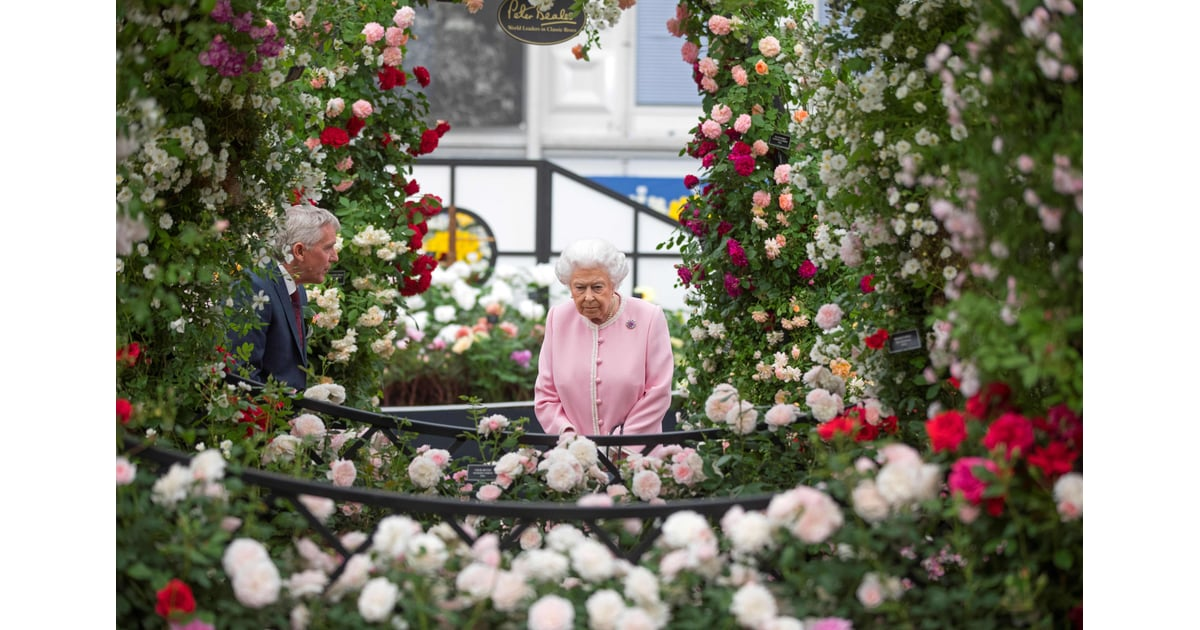 queen elizabeth ii at the chelsea flower show 2018 popsugar middle east celebrity and. Black Bedroom Furniture Sets. Home Design Ideas