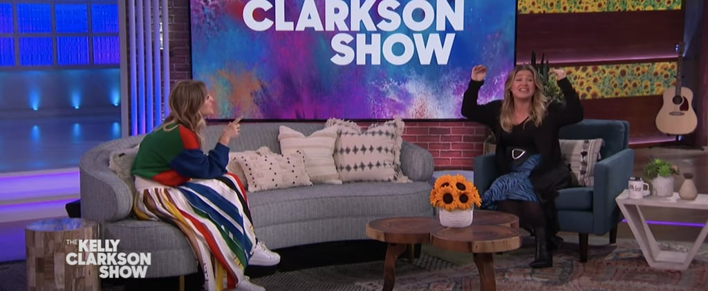 Watch Kelly Clarkson and Kaley Cuoco Trade Blackout Stories