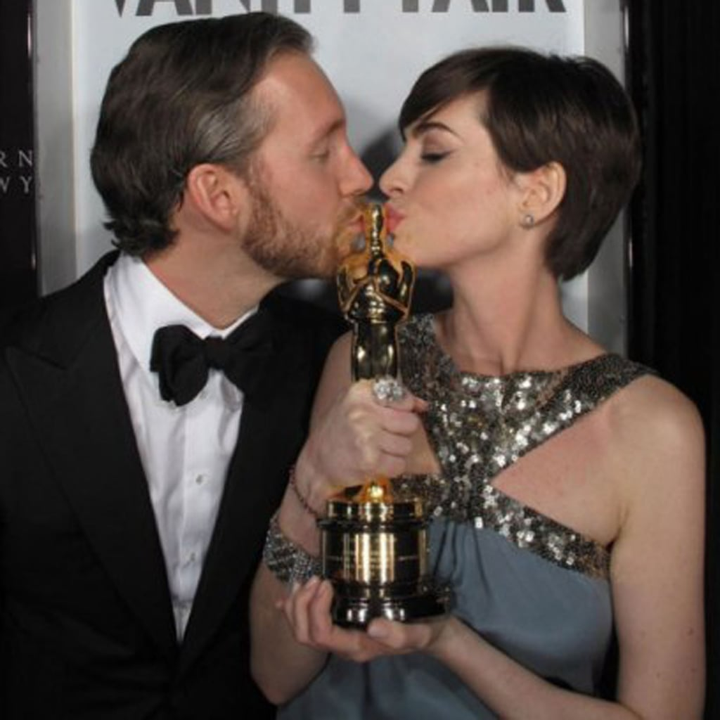 Anne Hathaway And Adam Shulman Shared A Kiss In Manhattan: Anne Hathaway And Celebrity PDA