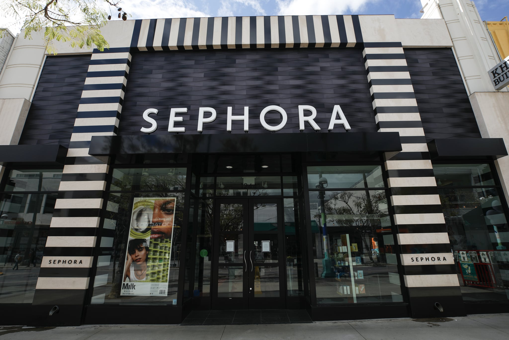 SANTA MONICA, CALIFORNIA - MARCH 17: A Sephora shop stands closed on March 17, 2020 in Santa Monica, California. Sephora is closing all their stores nationwide in response to the COVID-19 pandemic. (Photo by Mario Tama/Getty Images)