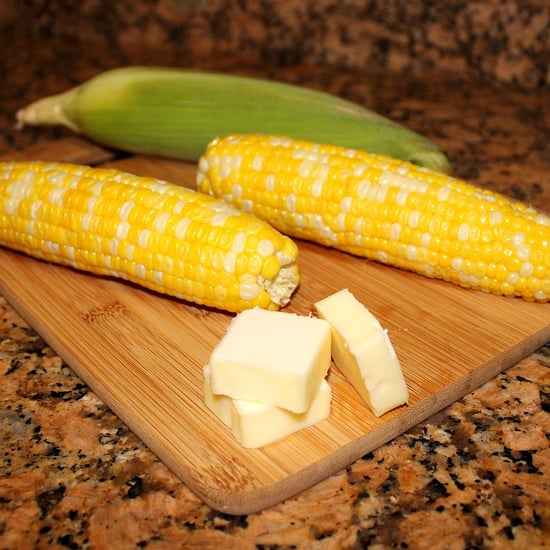 How to Cook Corn on the Cob in the Microwave