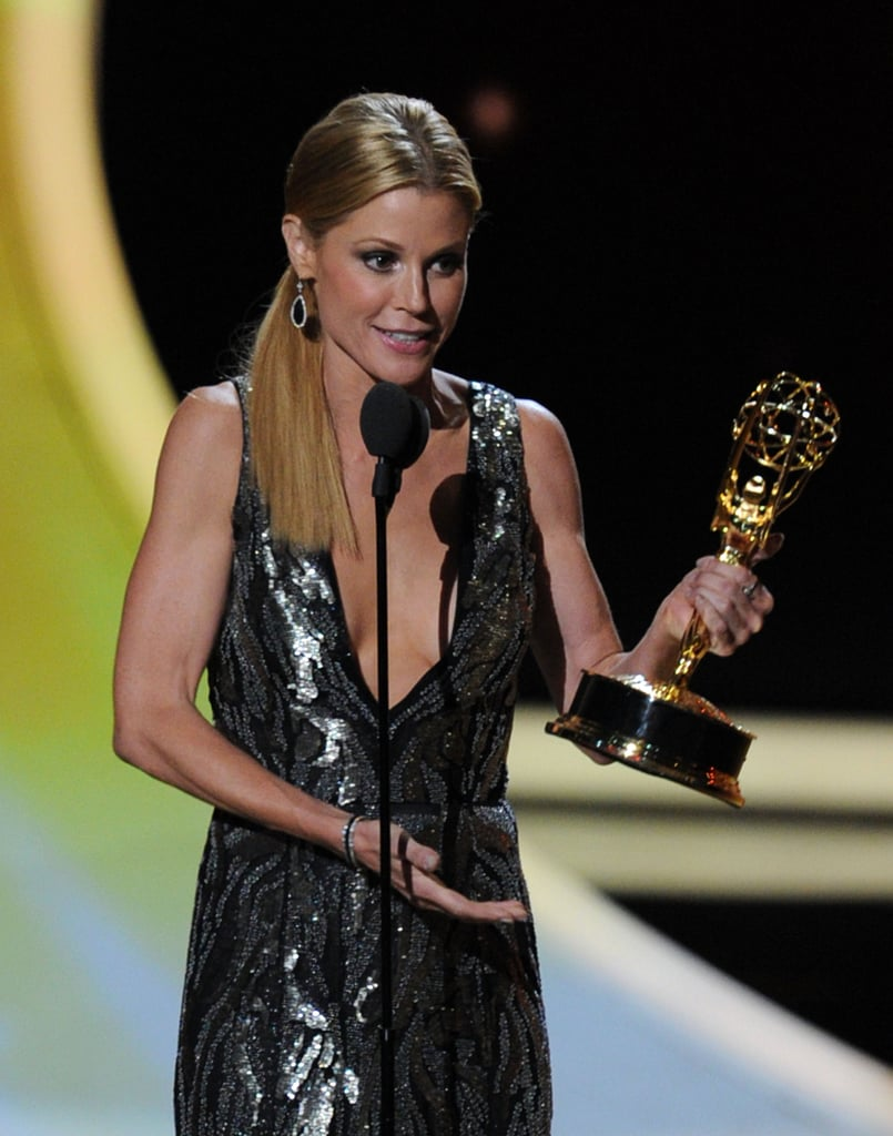 Julie Bowen making her acceptance speech at the 2011 Emmy Awards.
